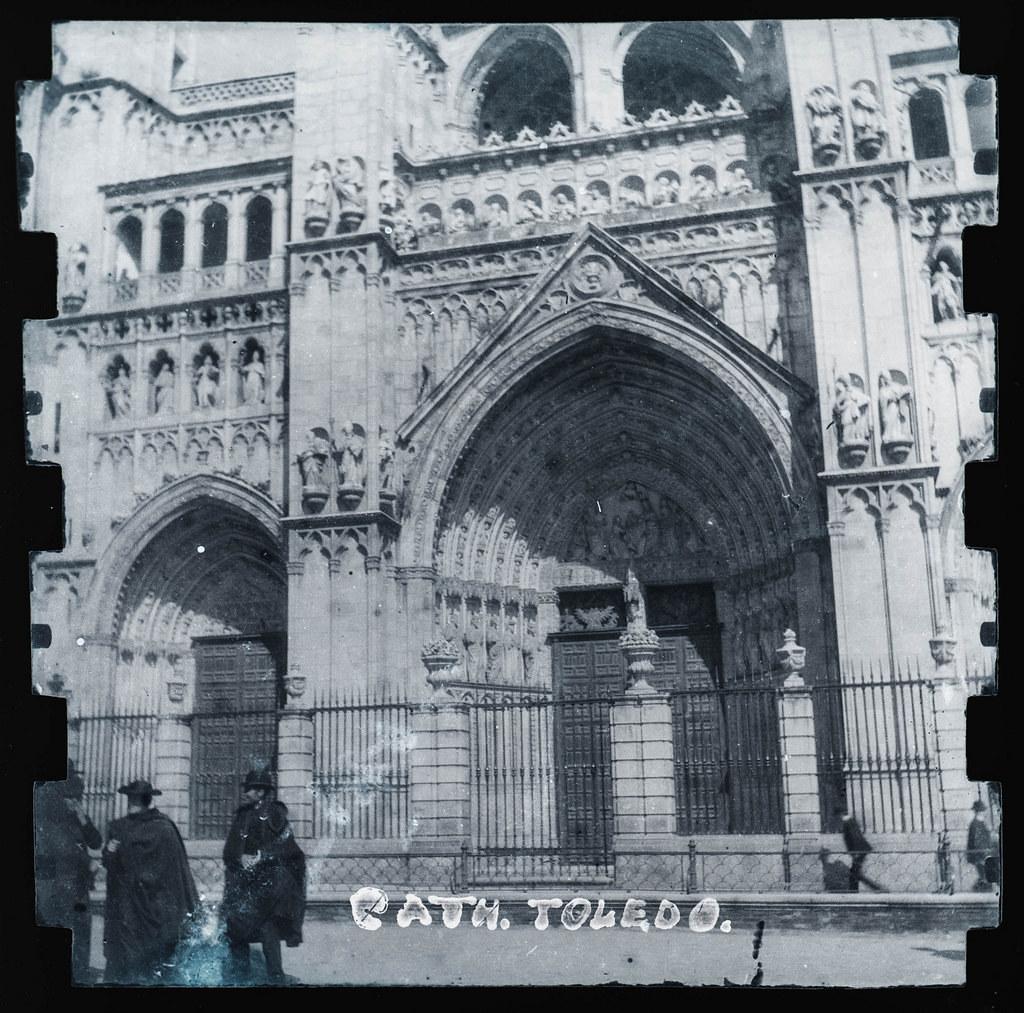 Catedral de Toledo hacia 1895. Fotografía probablemente tomada con una cámara modelo Frena nº1.