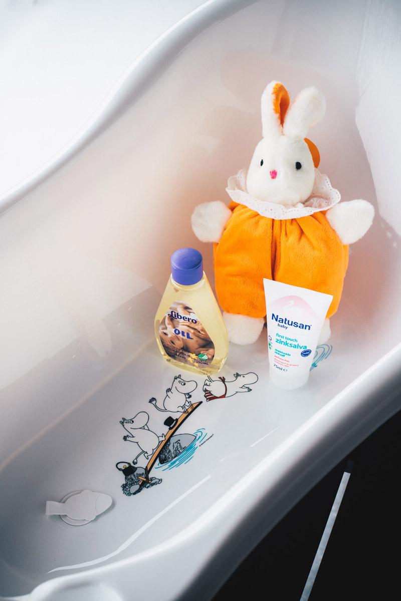 tokmanni-muumi-kylpyamme-tulpalla-libero-hoitooljy