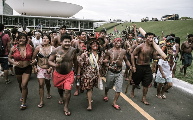 Lideranças indígenas durante ocupação da Esplanada dos Ministérios, em Brasília (DF), na Semana Nacional de Mobilização Indígena de 2013 - Créditos: Mídia Ninja