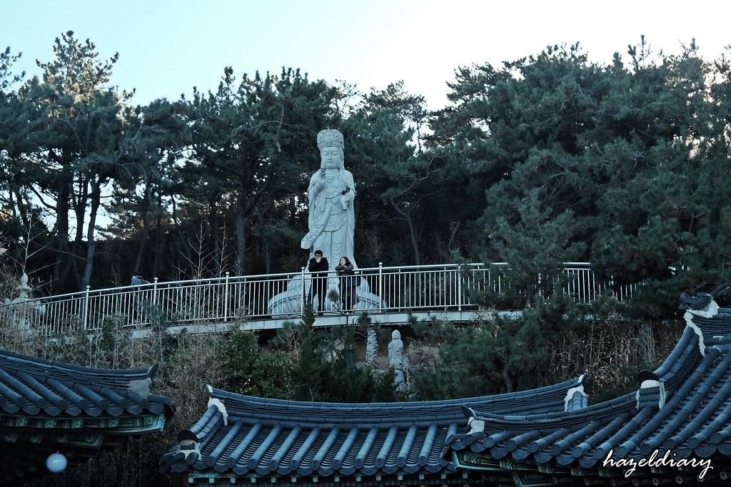Busan-Haedong Yonggunsa Buddha Statue