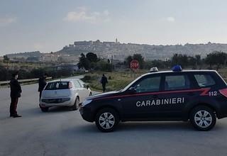 carabinieri blocco auto