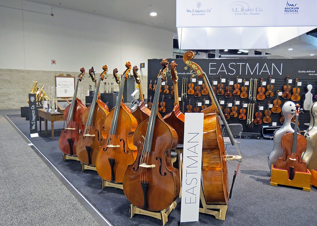Double basses (4)