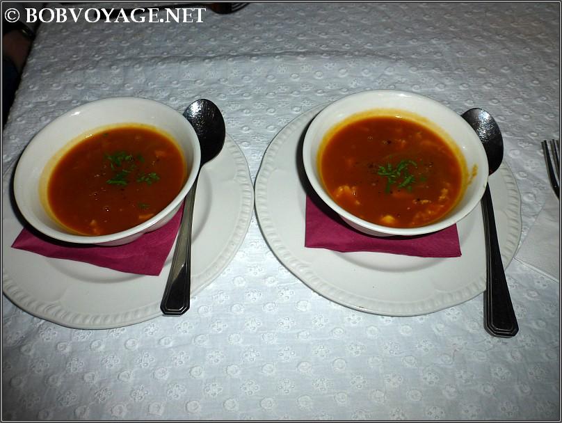 מרק סרטנים פיקנטי ב- קוצ'ינה הס 4 - cucina hess 4
