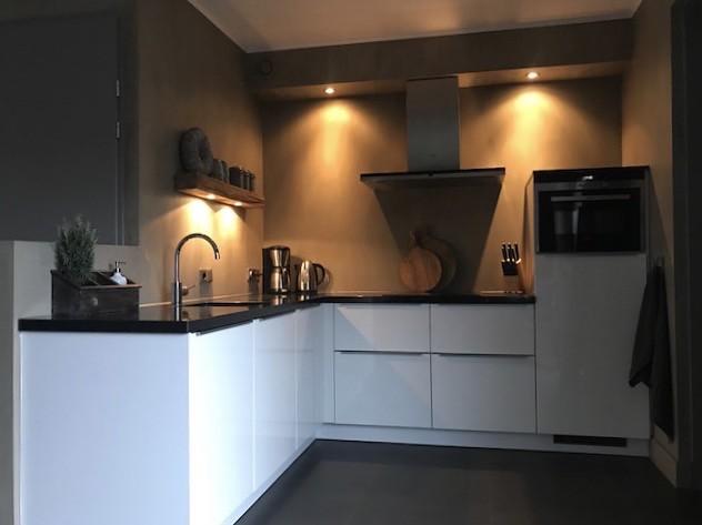 Keuken landelijke stijl met sobere accessoires