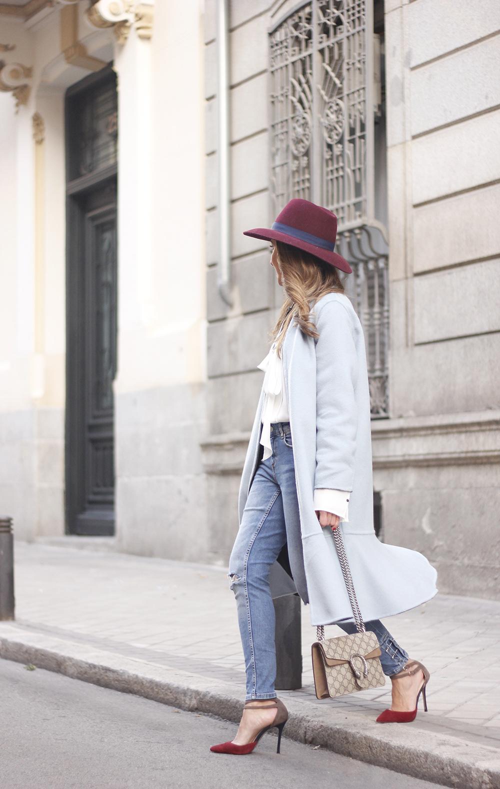 blue coat uterqüe abrigo azul gucci bag burgundy heels winter outfit street style fashion06