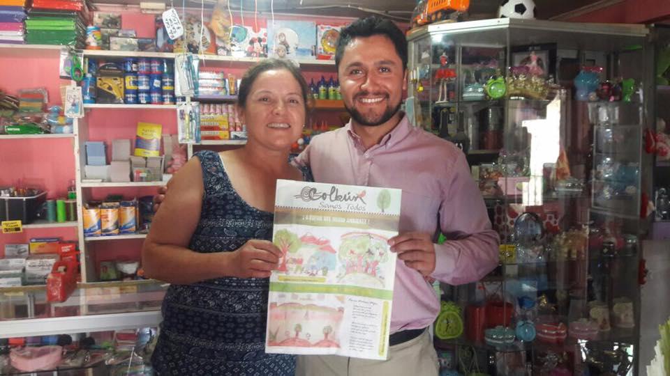 COLBÚN Alcalde Entrega Bolsas Ecológicas en Comercio Local