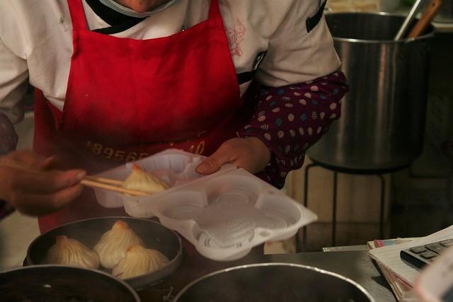 這是魯氏湯包王,位於夫子廟附近的蟹黃湯包。