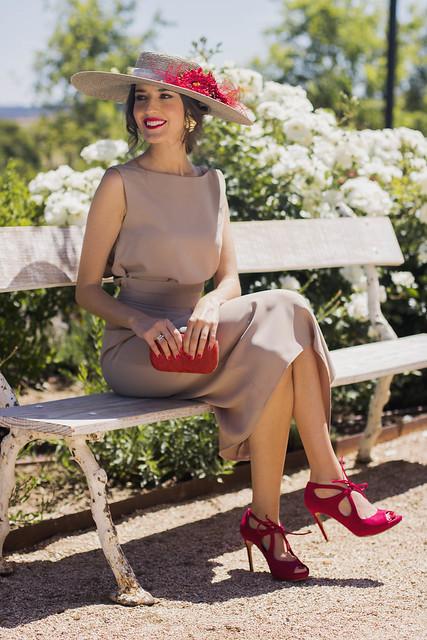 Invitada boda nude rojo Bouret y zapatos Salo Madrid 17
