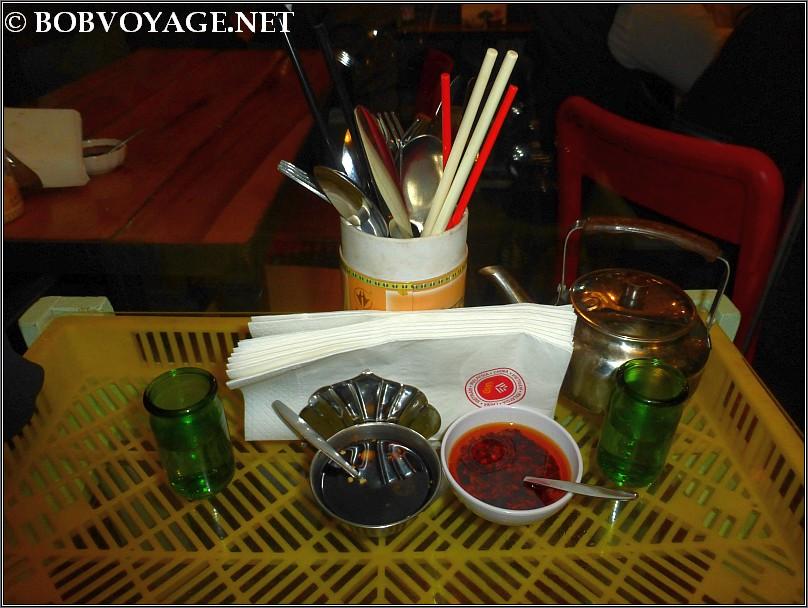 על השולחן ב- האנוי - hanoi
