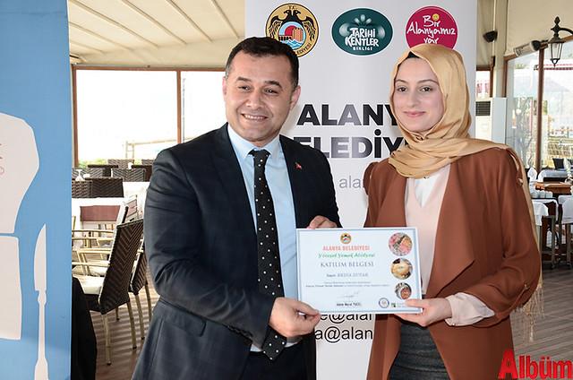 Alanya Belediyesi Yöresel Yemek Atölyesi'ne katılan kursiyerlere sertifikaları verildi. -6