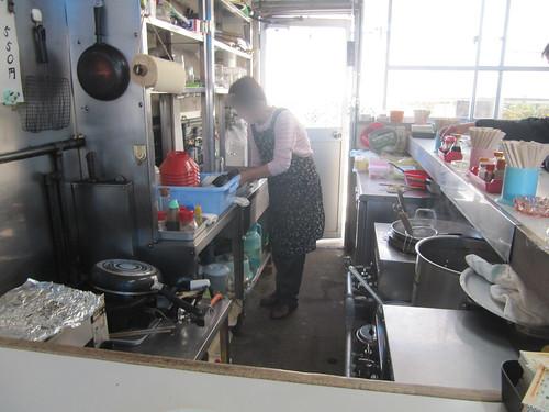 金沢競馬場のこやまの厨房