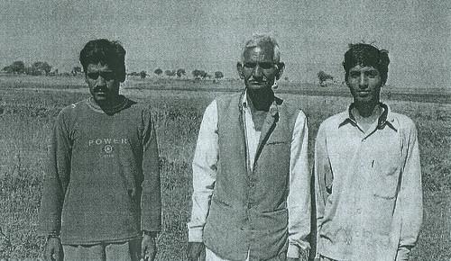 नालों की मनुहार छापरी में पानी आंदोलन में सक्रिय भूमिका निभाने वाले श्री छागनलाल, श्री राजेन्द्र तथा श्री नगजीराम