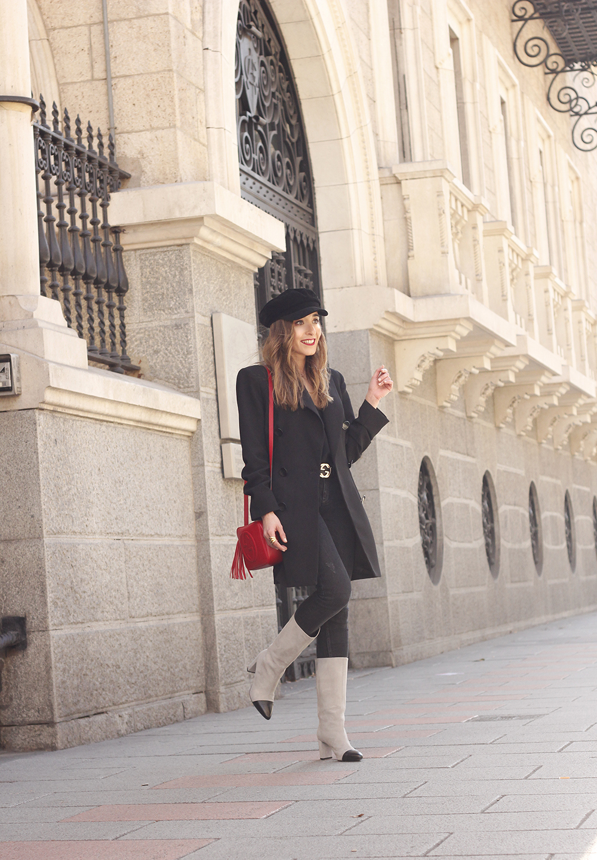 black blazer bicolor boots uterqüe gucci bag gucci belt navy cap style fashion winter outfit02
