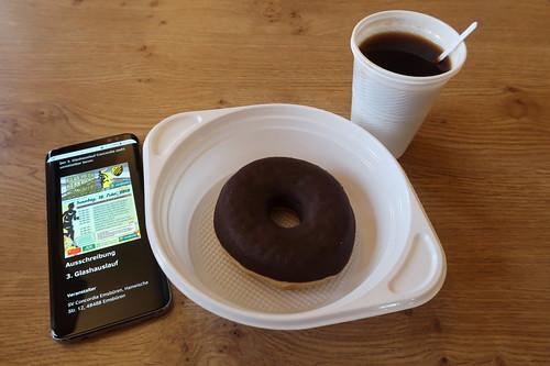 Kaffee und Donut (beim Glashauslauf Emsflower)