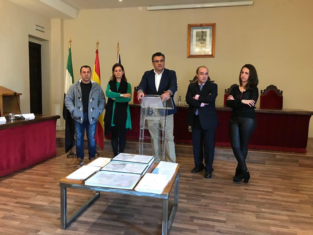 El Alcalde desmiente las declaraciones vertidas por el PSOE con respecto al proyecto de las entradas a la ciudad y lo califica de atraco a los intereses generales
