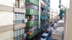 situado en pleno centro muy soleado y cerca de todos los servicios. Solicite más información a su inmobiliaria de confianza en Benidorm  www.inmobiliariabenidorm.com