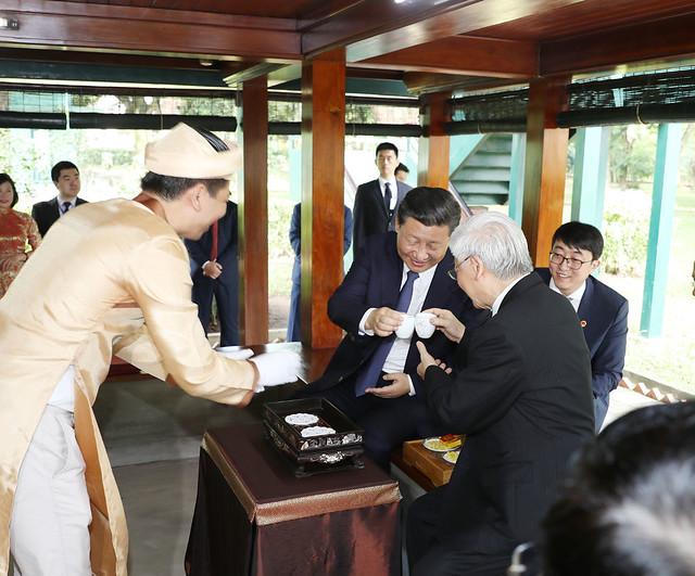 Hầu trà Chủ tịch Trung Quốc Tập Cận Bình và Tổng bí thư Nguyễn Phú Trọng