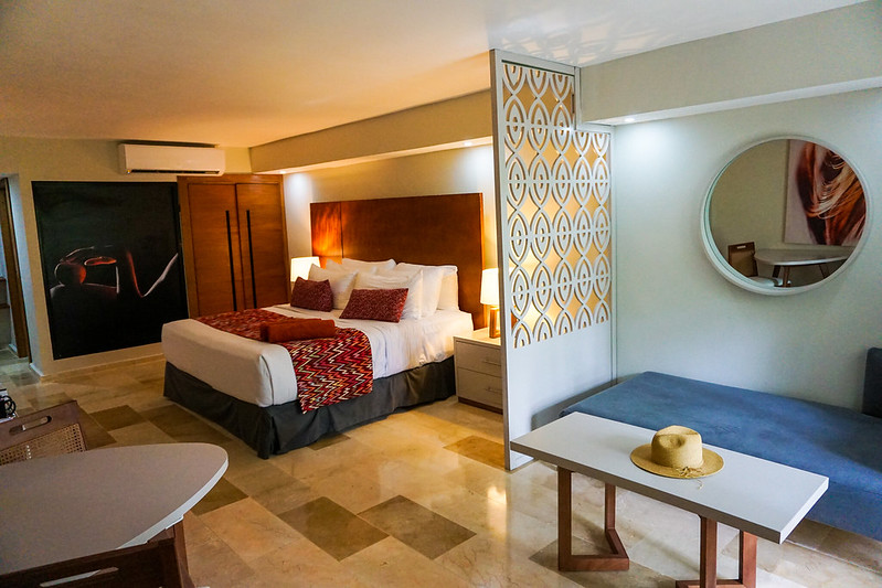 emotions-playa-dorada-hotel-bedroom-suite-3