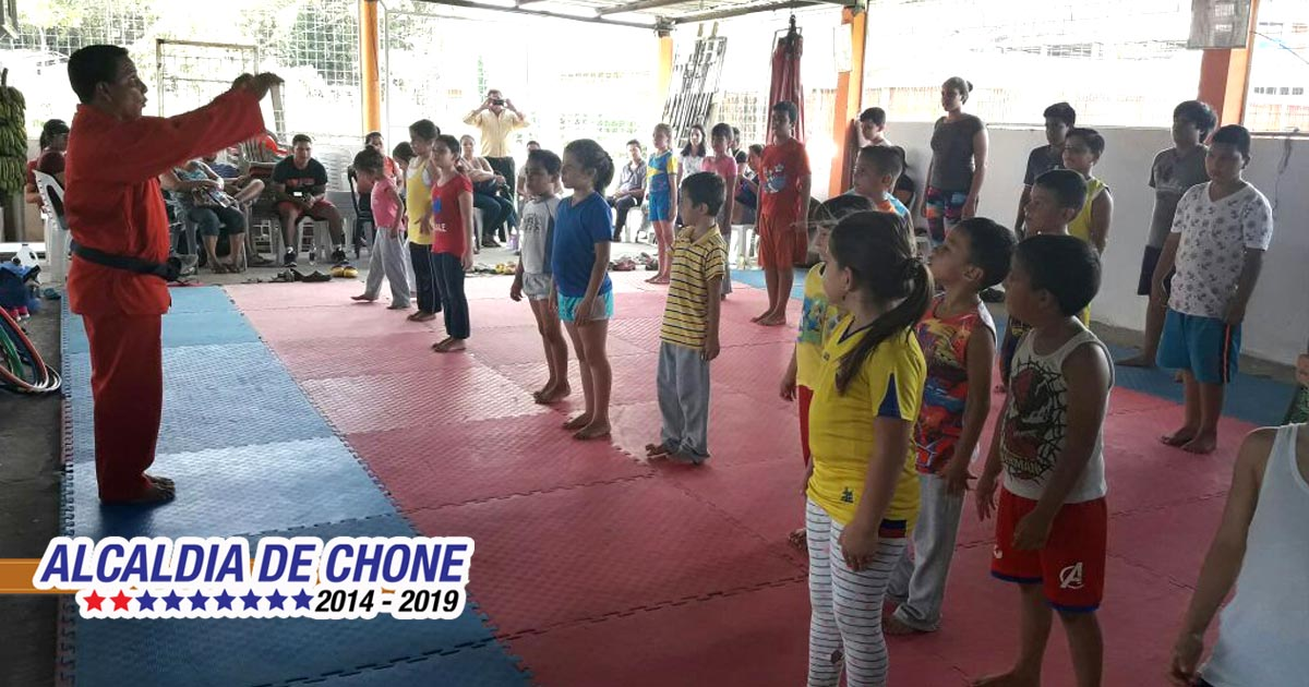 Taekwondosistas municipales en acción