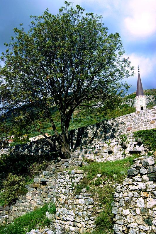 Крепостные стены в верхней части Старого Бара