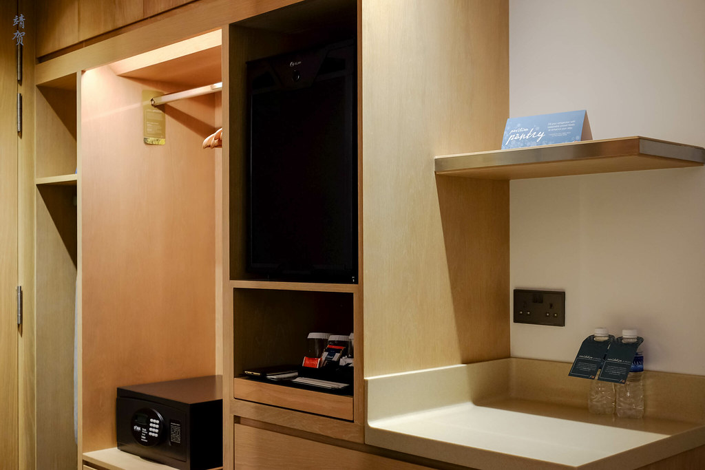 Minibar and closet space