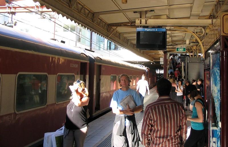 Flinders Street platform 4, train to Sale, February 2008