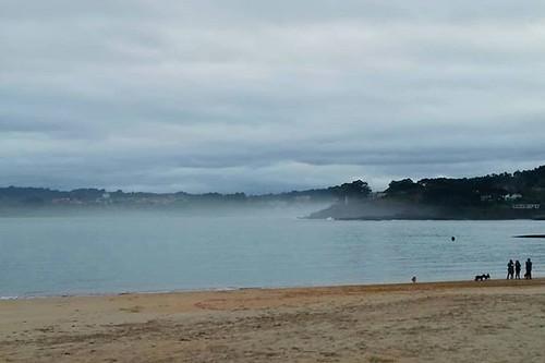 Playa de Oza. Domingo por la mañana. Mar tranquilo. #oza #playaoza #beach #photography #phonephoto #vscocam #sundayphoto