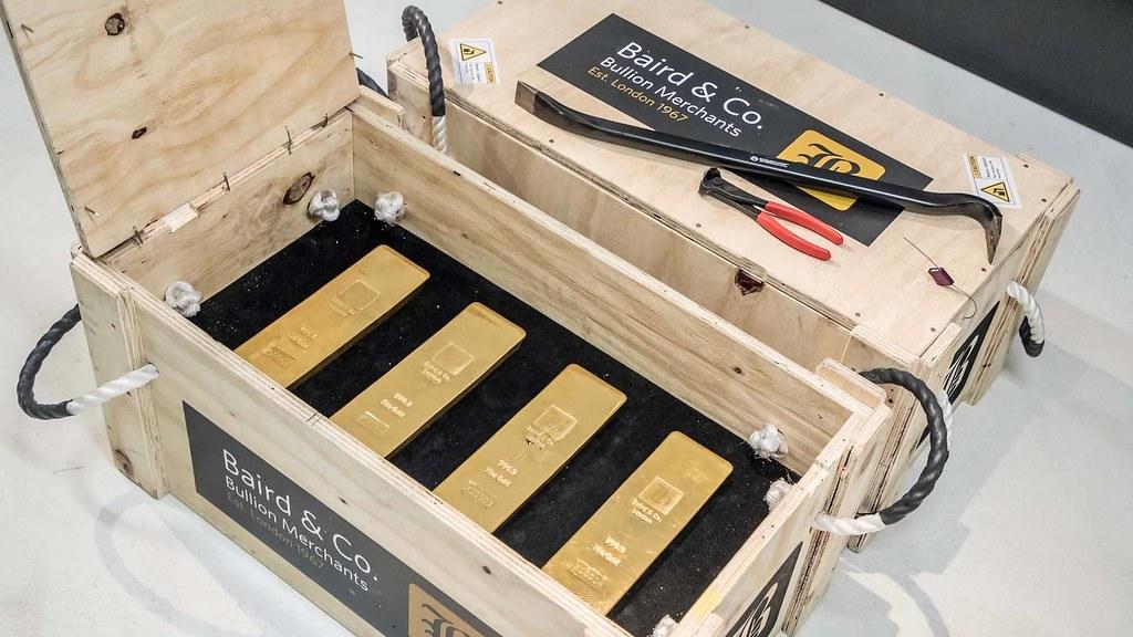 porsche-panamera-transporting-gold (1)