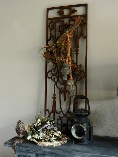 IJzeren hekwerk, antieke lamp, toef