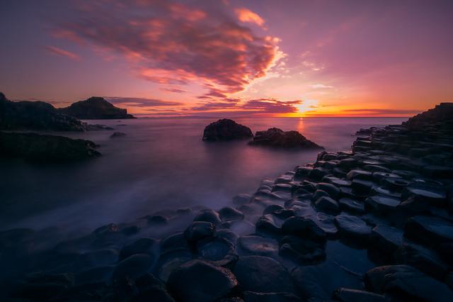 A natural wonder.. hexagon shaped basalt columns in Northern Ireland.. ⠀ ⠀ #NorthernIreland #UnitedKingdom