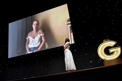Tre videoinspelade hälsningar från Zara Larsson som tog storslam