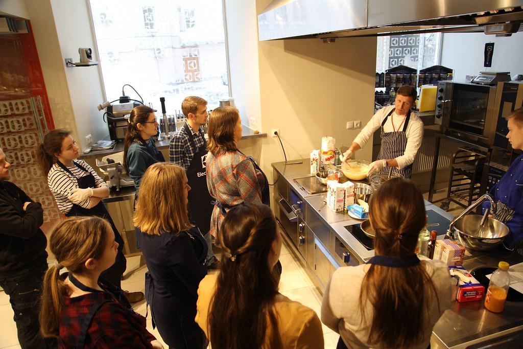 Приходская молодежь Юго-Восточного московского викариатства и Новоспасского монастыря приняла участие в кулинарном мастер-классе