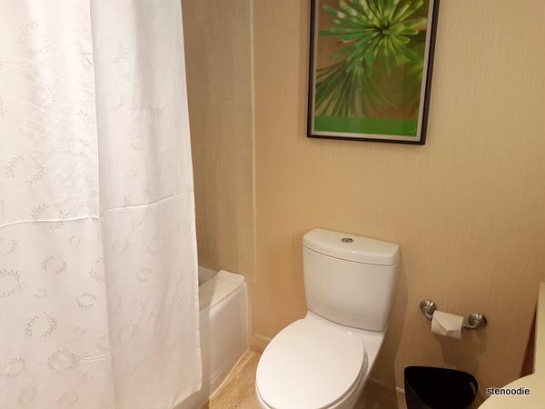 Le Centre Sheraton Montreal Hotel shower
