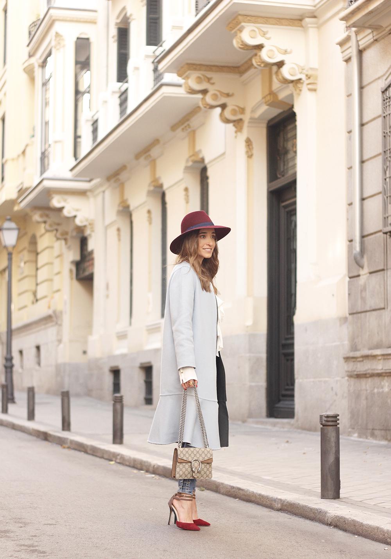 blue coat uterqüe abrigo azul gucci bag burgundy heels winter outfit street style fashion13