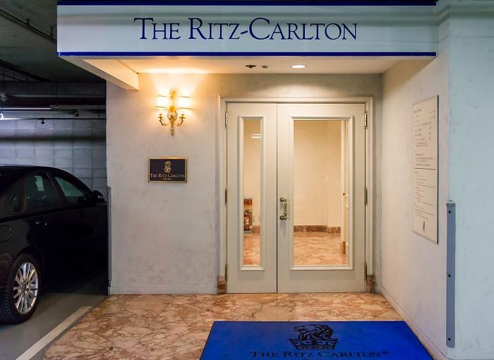 180211 ザ・リッツ・カールトン大阪駐車場エントランス