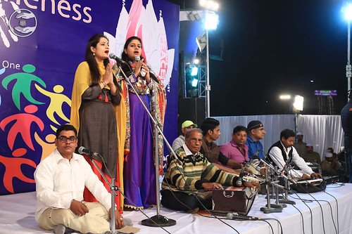 Devotional song by Anchala and Saathi from Satna