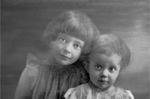 Alja ed Irina Efron 1919