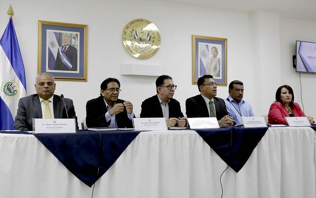Conferencia tema presupuesto excombatientes FMLN y veteranos de guerra de la FAES