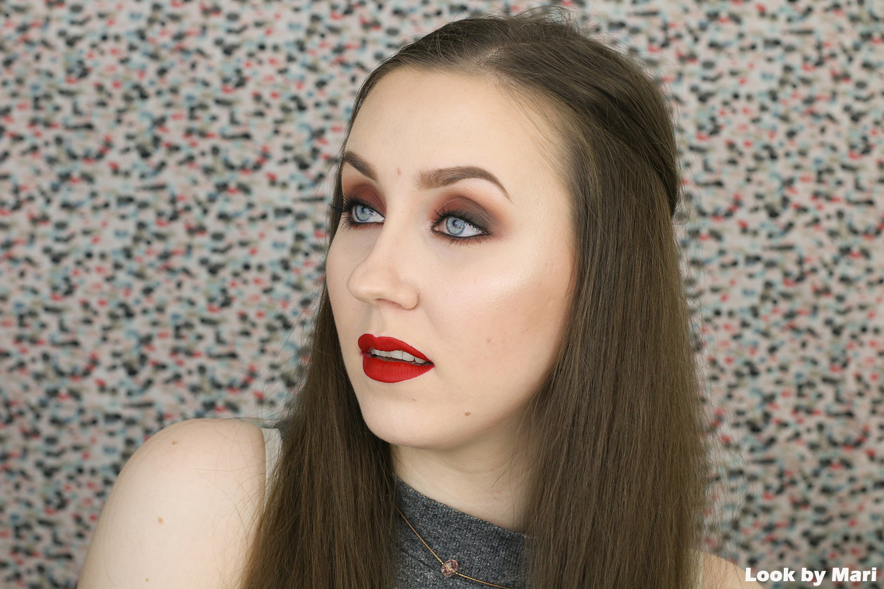 2 smashbox x casey holmes spotlight palette pearl swatches review on light skin-2