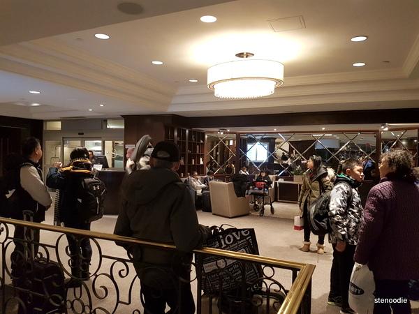 Le Centre Sheraton Montreal Hotel lobby
