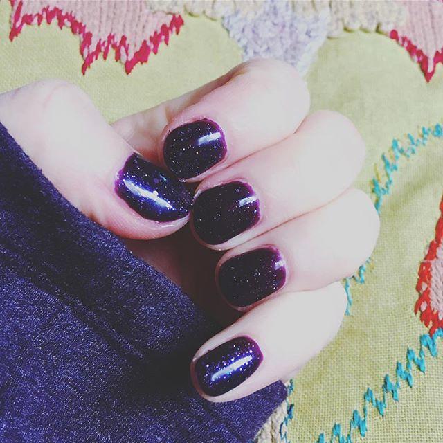 Felt like a purple glitter shellac today. 💜✨