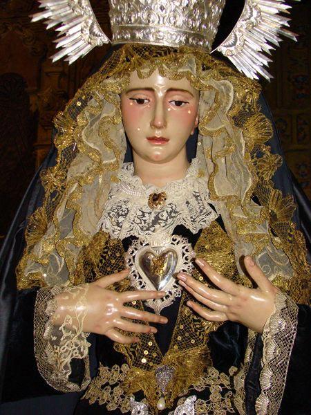 Hermandad de los Sagrados Corazones de Jesús y de María y Cofradía de Nazarenos de Nuestra Señora de los Dolores en su Soledad. (La Soledad).