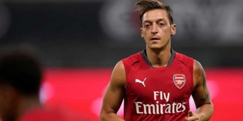 Man United Setuju Jose Mourinho Datangkan Mesut Ozil
