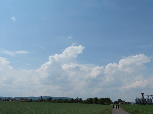 20170603 06 191 Regia Wolken Feld Bäume Pilger Achim Stephi Sandra