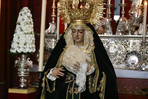 Besamano de la Virgen de la Soledad de Santo Entierro