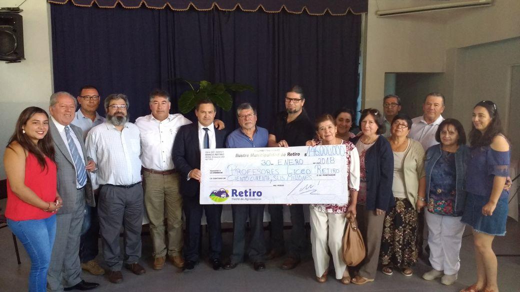 RETIRO; Alcalde Avanza en el Pago de la Deuda a Profesores de la Comuna