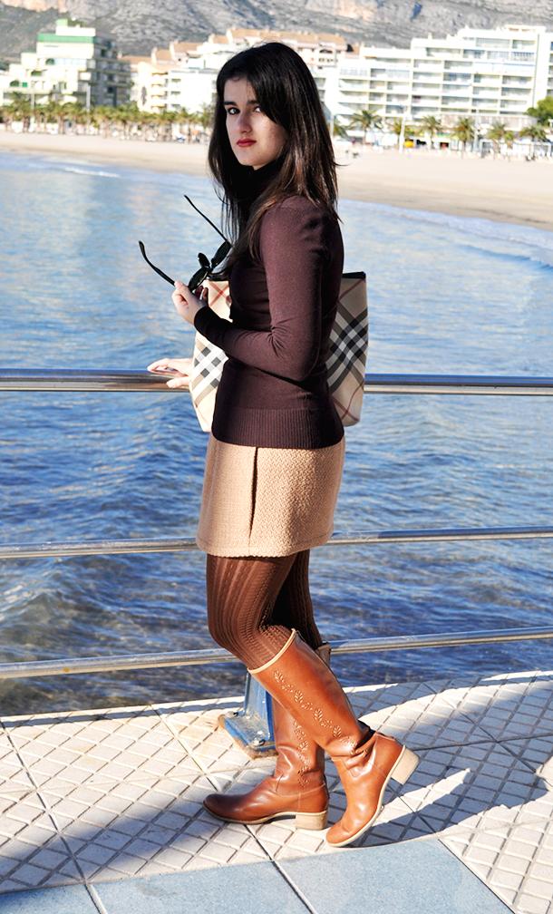 somethingfashion blogger spain valencia influencer, firenze italia style streetstyle, ootd burberry zara beach wool skirt