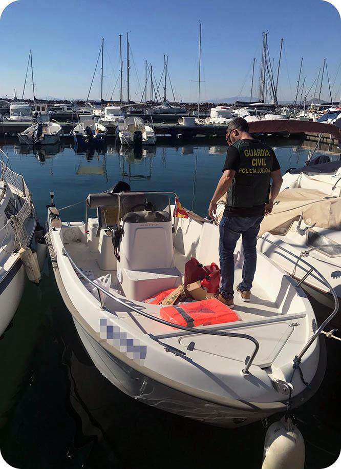 Incautan más de 800 kilos de hachís en una embarcación en Cabo de Palos