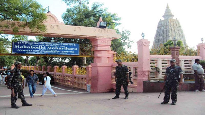 Penjagaan diperketat setelah ditemukan 2 bom aktif di sekitar Maha Vihara Mahabodhi, Bihar, India.