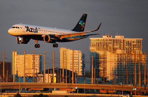 azul brasil brazilian airlines airbus a320 aircraft airliner airplane goldenhour sunset ft fort lauderdale airport florida tower block buildings evening sunlight condominiums fll kfll a320neo